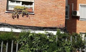 Cables en fachada