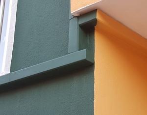 disimular cables sueltos en fachadas